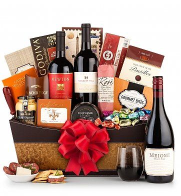 The Standing Ovation Holiday Wine Basket Wine Baskets An