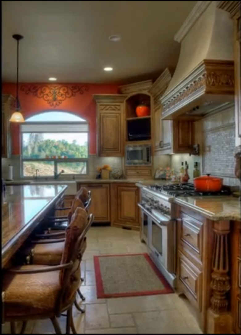 Charming TUSCAN KITCHEN, This Tuscan Kitchen And Dining Space Features Alder Wood  Cabintry, Beautiful Granite Counter Tops, And A Bold Yet Sophistica.