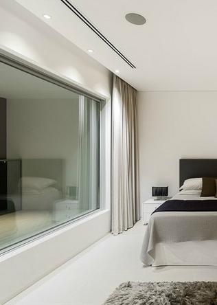 curtain recessed pelmet. master bedroom, villa escarpamario