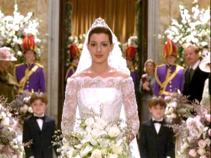 Anne Hathaway in Princess Diaries 2, love the neckline | Dream ...