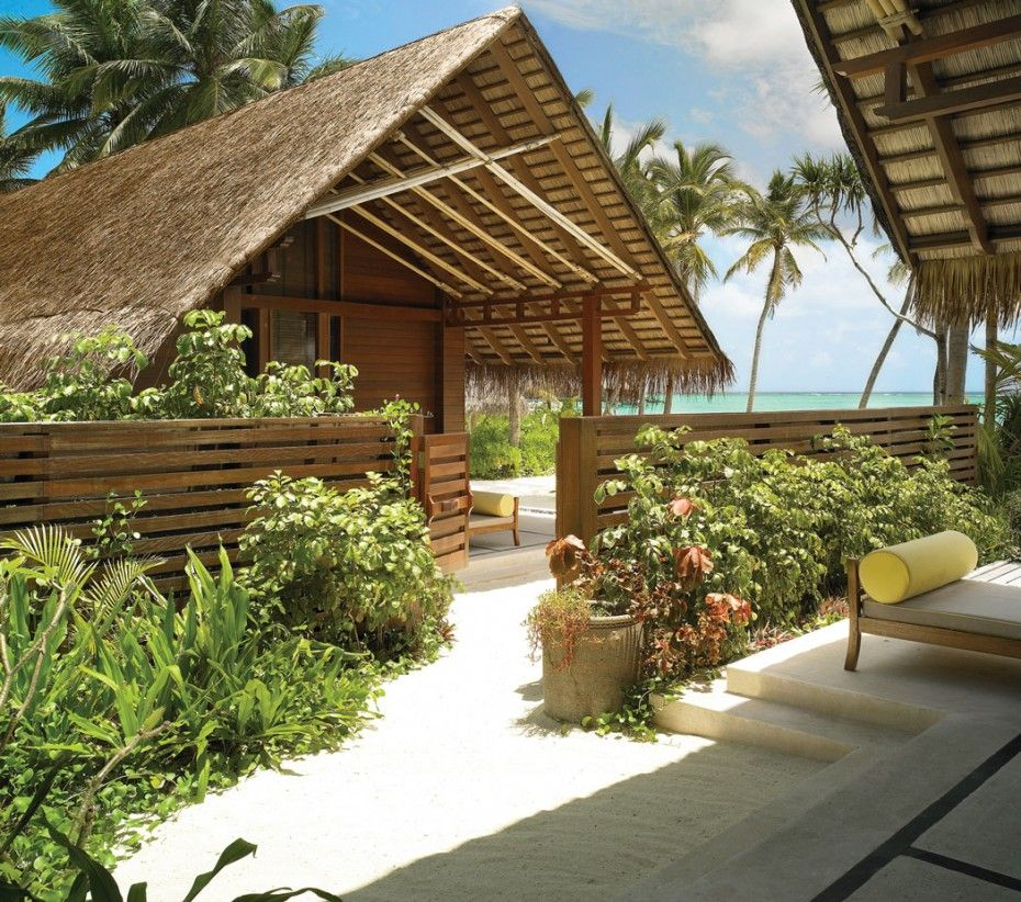 The Best Resort in Maldives for You: The Wooden Fence In Reethi Rah Resort By One
