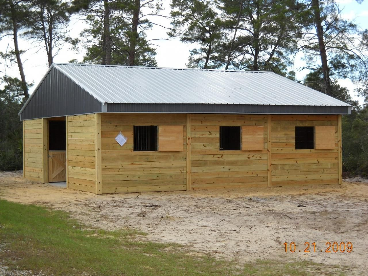 Center Aisle 6 Stalls Moms New Ideas Pinterest American Horse Barns Barn And Horse