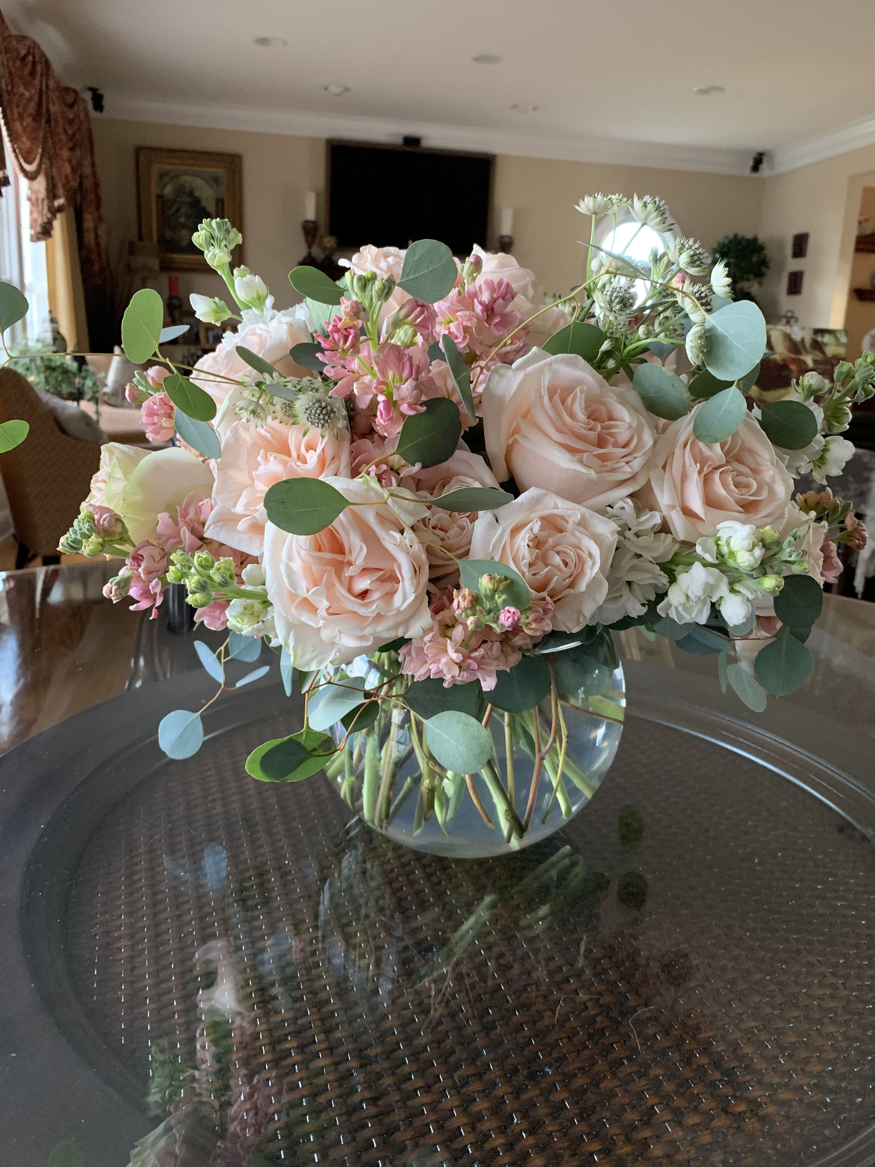 Bubble Bowl Full Of Peach And White Stock And Garden Roses Birthday Flowers Arrangements Flower Vase Arrangements Flower Arrangements Center Pieces
