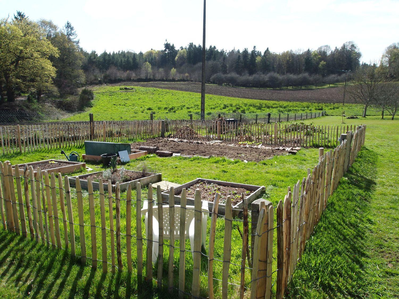 Comment trouver des id es de cl tures par trop ch res pour le jardin barri re et cl tures de - Cloturer son jardin ...