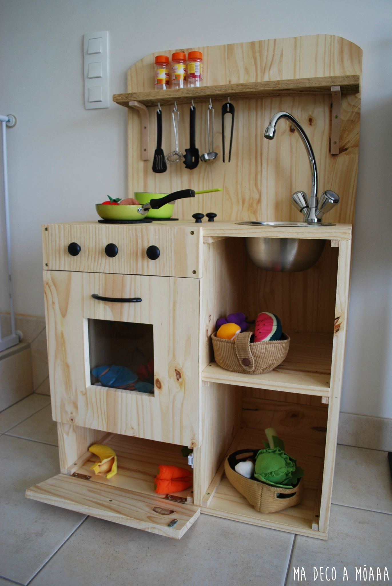 cuisine homemade pour mon fils enfants cuisine en bois enfant cuisinette enfant et. Black Bedroom Furniture Sets. Home Design Ideas