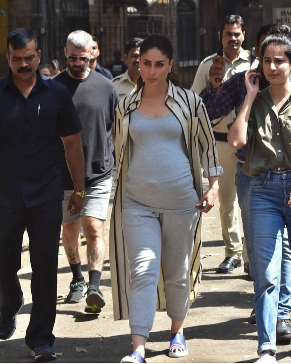 Kareena Kapoor Khan Grabbed Our Eyeballs With Her Baby Bump Is It A Good News Hungryboo Kareena Kapoor Khan Kareena Kapoor Pregnant Indian Actress Pics