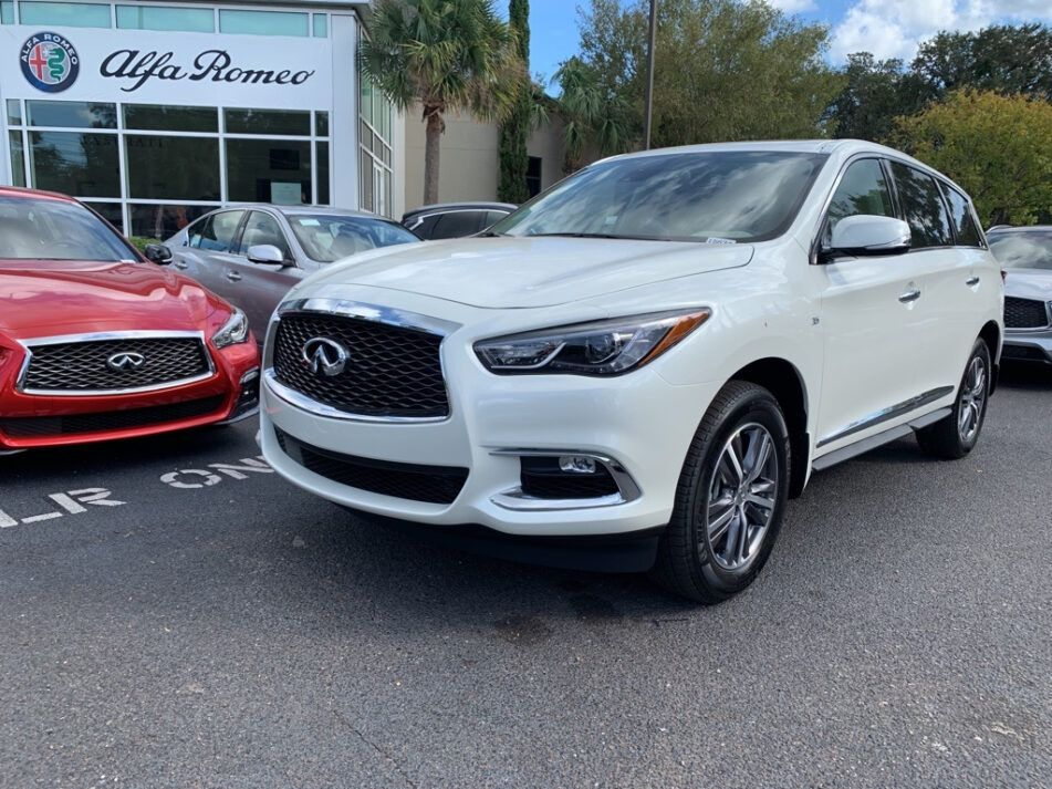 The Qx60 Is Not So Popular As The Qx80 Full Size Luxury Suv But It Is Yet Another 7 Seater Worth Of Mention The Mid Size Model Ha Luxury Suv New Suv New Cars