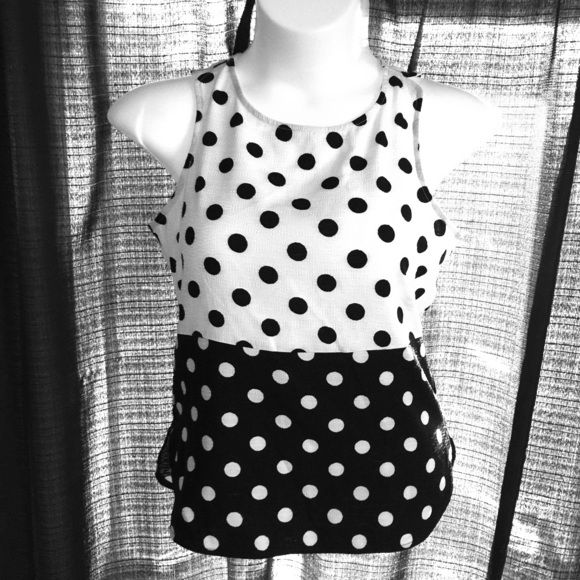 41 Hawthorn B/w polka dot top Fun black & white polka dot sleeveless top by 41Hawthorn. Zipper back, slight peplum style. Fabric is textured almost like seersucker. Great with a pair of jeans and heels for that vintage look! Brand new from Stitchfix, just didn't fit me as I'm a large now. 41 Hawthorn Tops Blouses