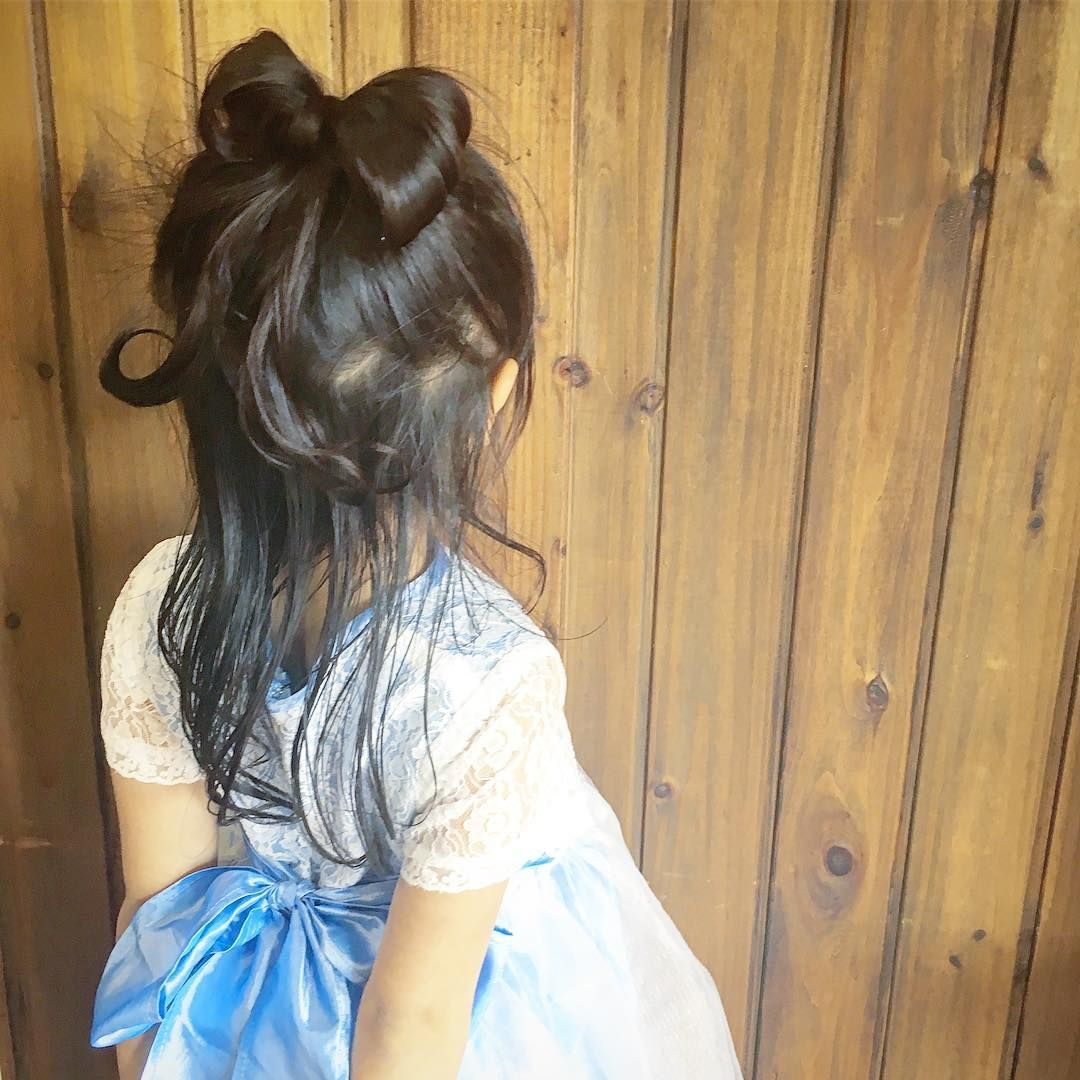 毎日のヘアセットタイムは娘とママにとって大切なコミュニケーションの時間です 簡単可愛いキッズヘアアレンジ術をご用意したので ぜひ参考にしてくださいね 娘もママもハッピーに 子供髪型アレンジ 可愛いヘア 子供 髪型