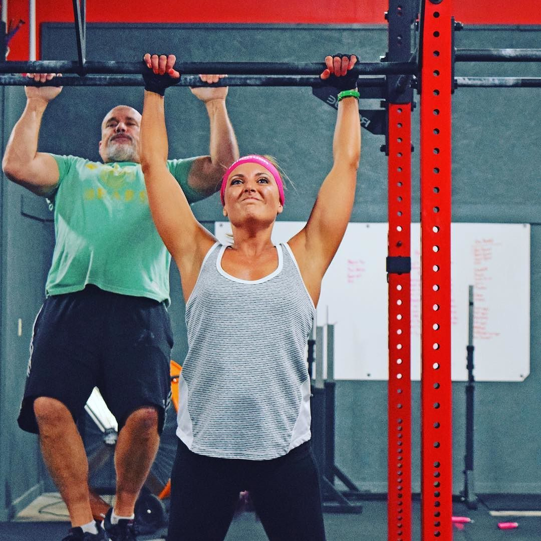 Big shout-out to the lovely @mrssimmy35 who has put in a ton of work on the pull up bar the past month and is now distroying pull-up WODs! Brandi followed a strict pull-up program that involved lots of jumping pull-up deficits weighted deficits and pull-ups under a barbell. She is also our Member Awesomeness Coordinator and the face behind the phone when you get a friendly call from LandRush. @crossfit @cfgymnastics #girlswithmuscle #cflr #crossfitlandrush #okc #oklahoma #oklahomacity…