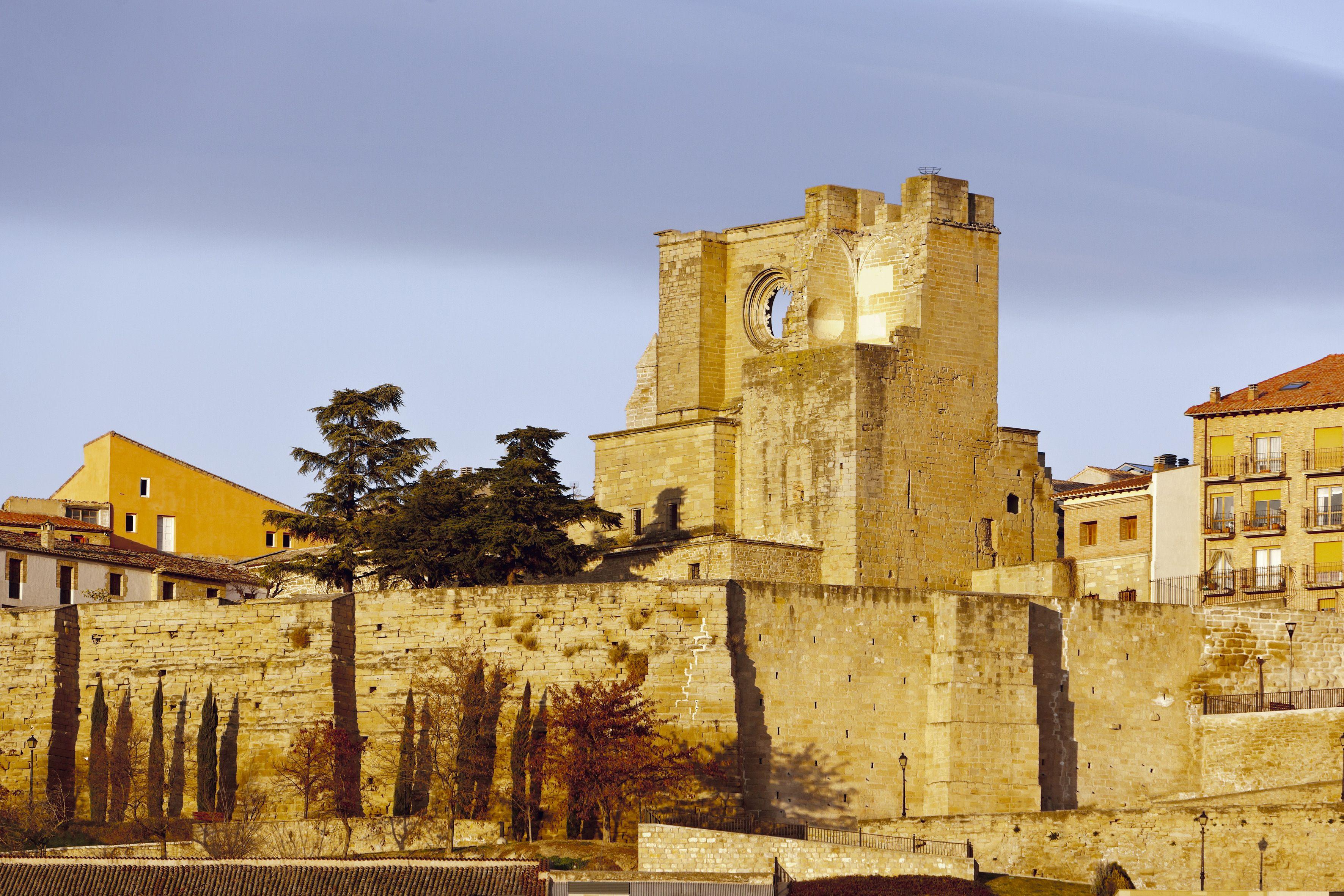 La muralla de Viana abre las puertas para dar paso a numerosas e ...