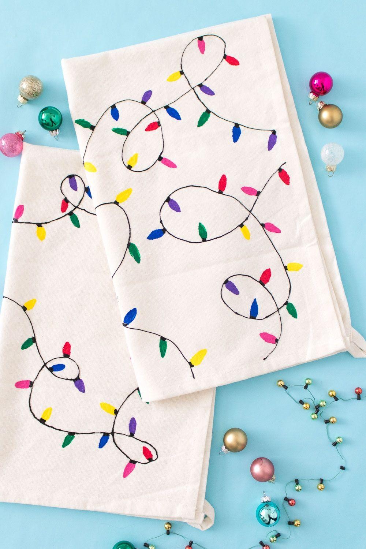 Diy christmas light towels handmade diy holiday do it yourself diy christmas light towels handmade diy holiday solutioingenieria Images