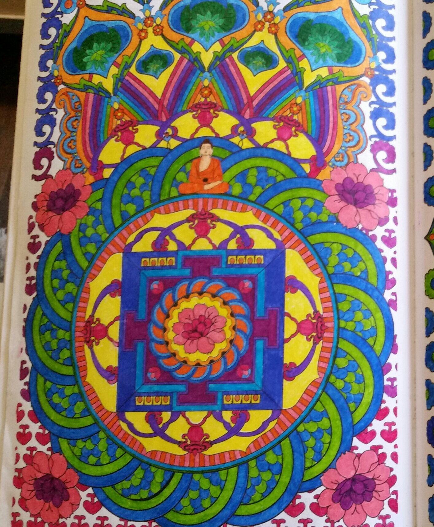 Du livre art th rapie 100 mandalas anti stress hachette arttherapy hachette colouringartbooks - Coloriage art therapie ...