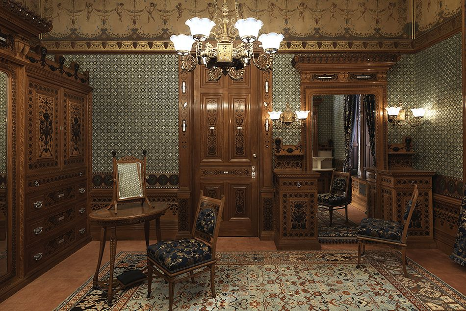 With interest growing in the designs of the Aesthetic Movement, a new permanent installation and an accompanying exhibition at the Metropolitan Museum of Art recalls lost passions and the émigré cabinetmaker who gave them form.
