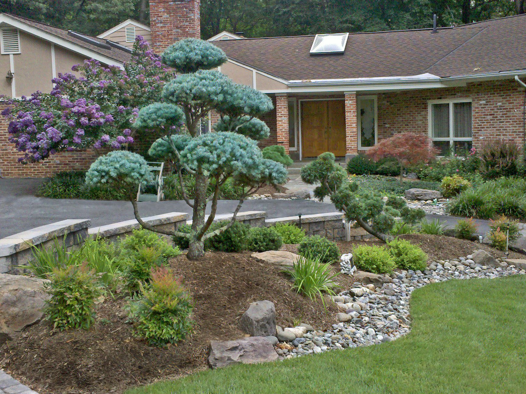 Front entrance landscape design and hardscape by lee 39 s for Front yard garden ideas designs
