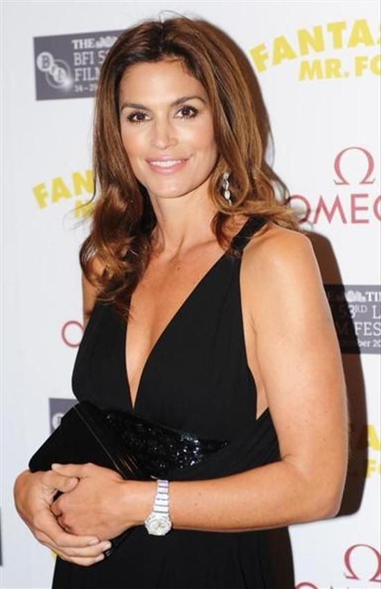Cindy crawford wearing an omega constellation watch cindycrawford supermodel celebrity for Celebrity watches female