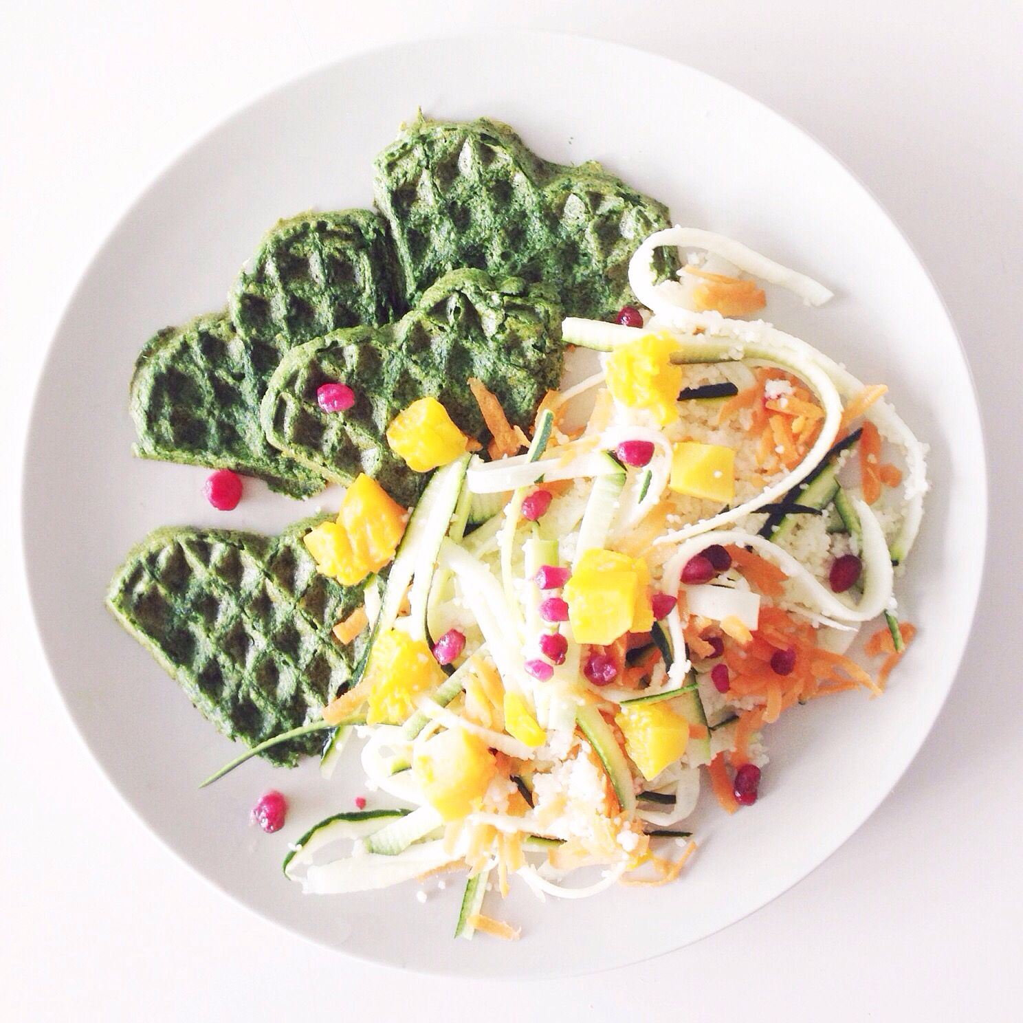 Party on a plate by Studio Cookart: spinach pancakes and zucchinipasta.