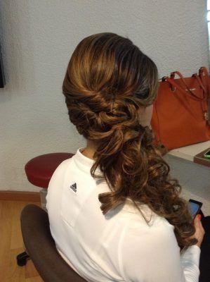 22 Peinados de noche semirecogidos con trenzas de lado