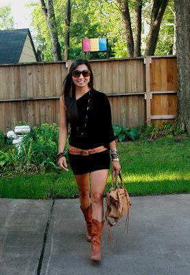 Vestido negro con botas vaqueras