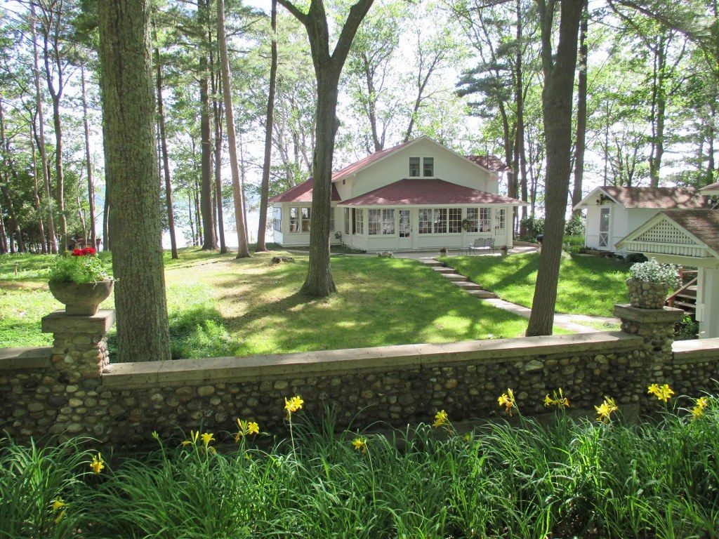 cottage vacation rental in honor mi usa from vrbo com vacation rh pinterest com