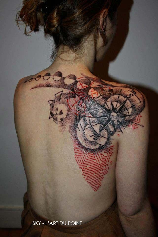 Tatouage dotwork avec rose des vents  Beautiful, Roses et Art