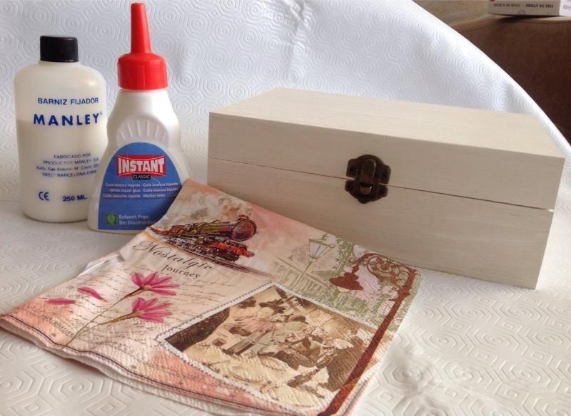 C mo decorar una caja con la t cnica decoupage un par de - Como decorar una caja de madera ...