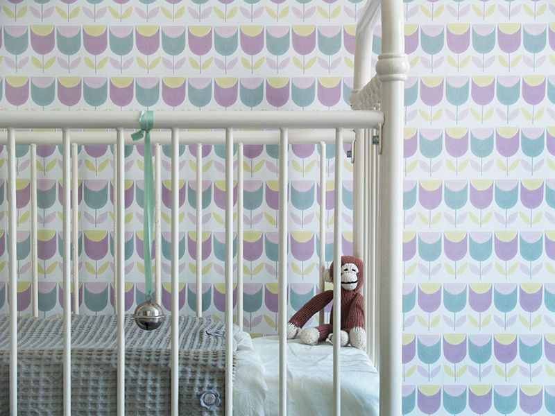 Behang Kinderkamer Vissen : Behang inke voor een retro babykamer met lila tulp behang