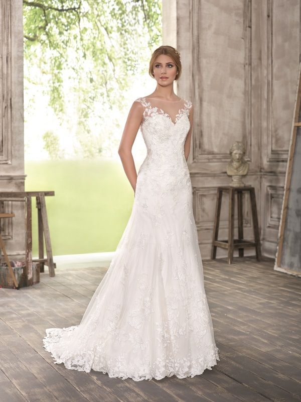 Fara Sposa Wedding Dress 5290 Price Range GBP1086 GBP2229 If You Are A Bride That Loves Bit Of Sparkle And Colour In Dresses Bridal Gowns