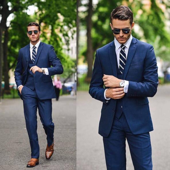 ネイビースーツはこんなネクタイの組み合わせや色がオススメ