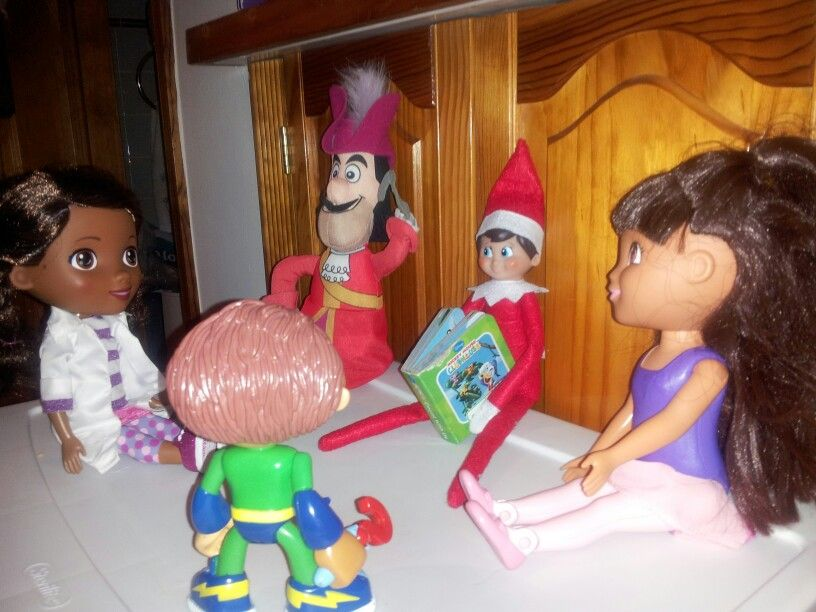 Elf on the shelf, treating a story to his friends
