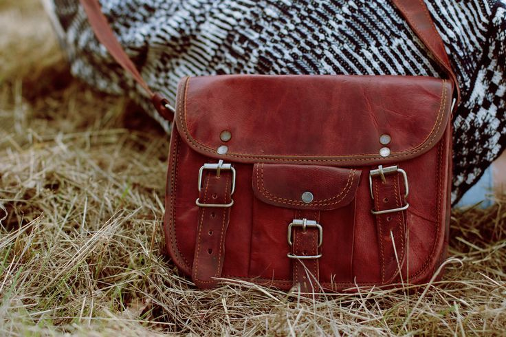 """Our handbag """"Emilia 7"""" is an absolute natural beauty. This small shoulder bag is perfect for every occasion and offers plenty of space for everything you need. Even your ebook reader or iPad mini can fit into this gorgeous bag. - Gusti Leather - H3"""