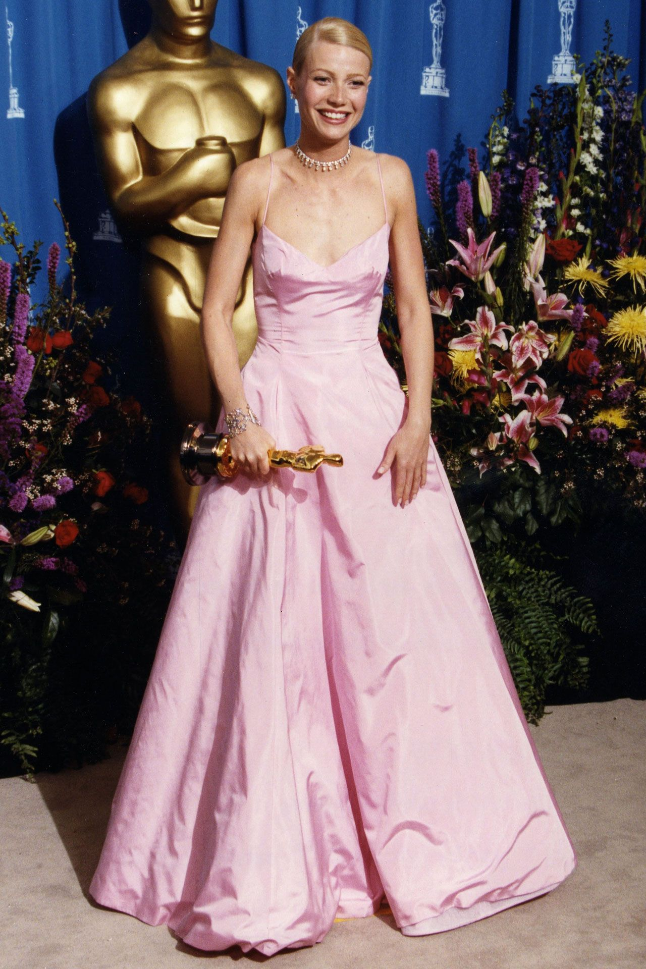 50 Most Beautiful Dresses Of Academy Awards History Best Oscar Dresses Oscar Dresses Iconic Dresses [ 1920 x 1280 Pixel ]