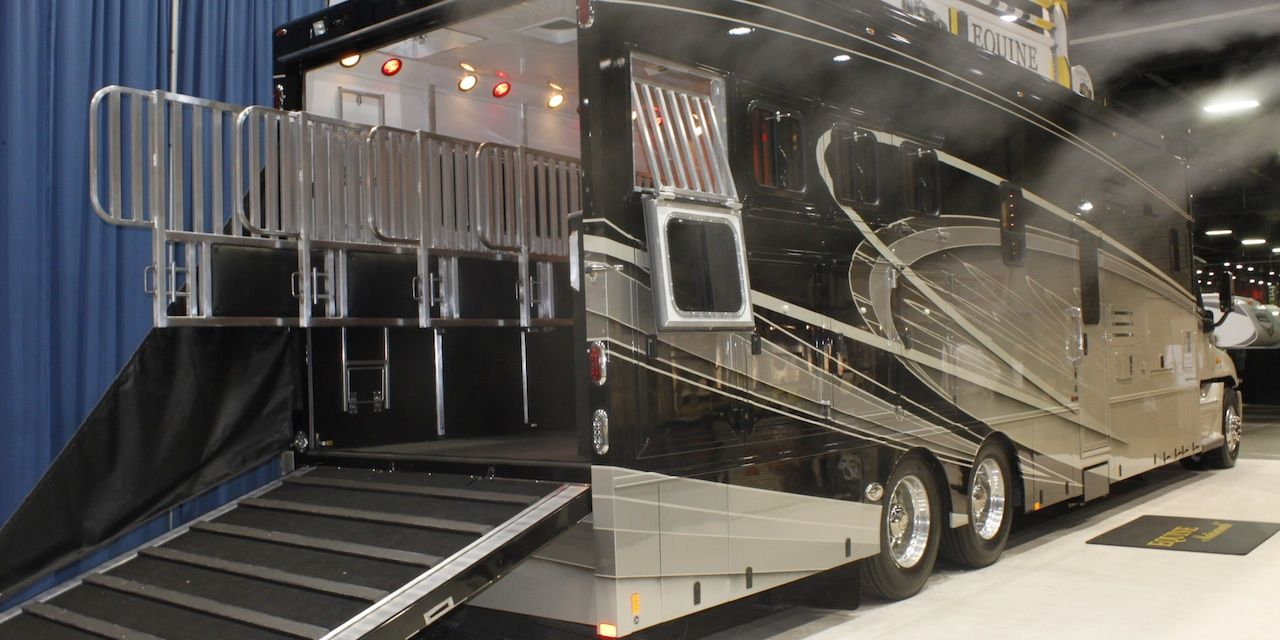 Equine Motorcoach Horse Trailer Horse Trailer Living Quarters Motorcoach