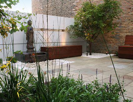 Jardin barda jardin patio moderno jard n for Diseno de fuente de jardin al aire libre