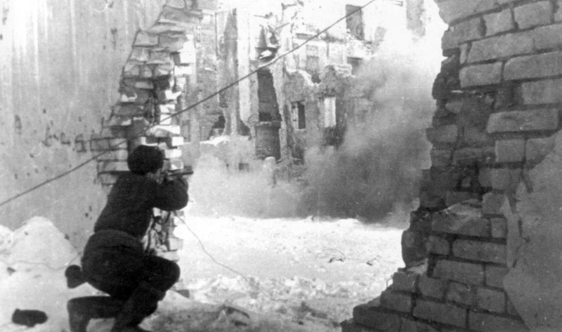 The Russian soldier fighting in the ruins of #Stalingrad