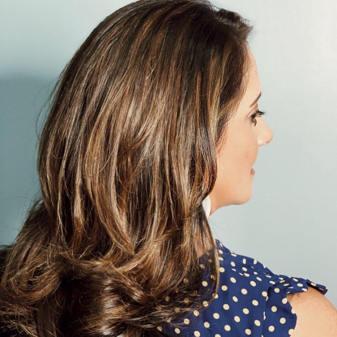 Let Your Hair Do The Talking Shearpeacehair Shearpeacesalon Alwaysalterna Dfwstylist Love Hair Hairstyles Longhair Highlights Carame I 2020