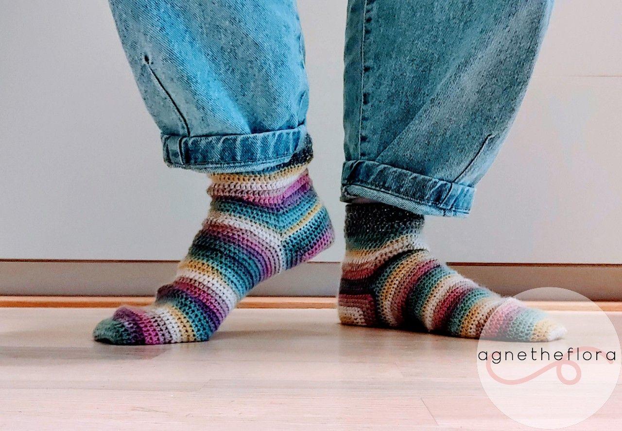 Hæklede regnbuesokker 🌈 i 2020   Hæklede sokker, Hæklede