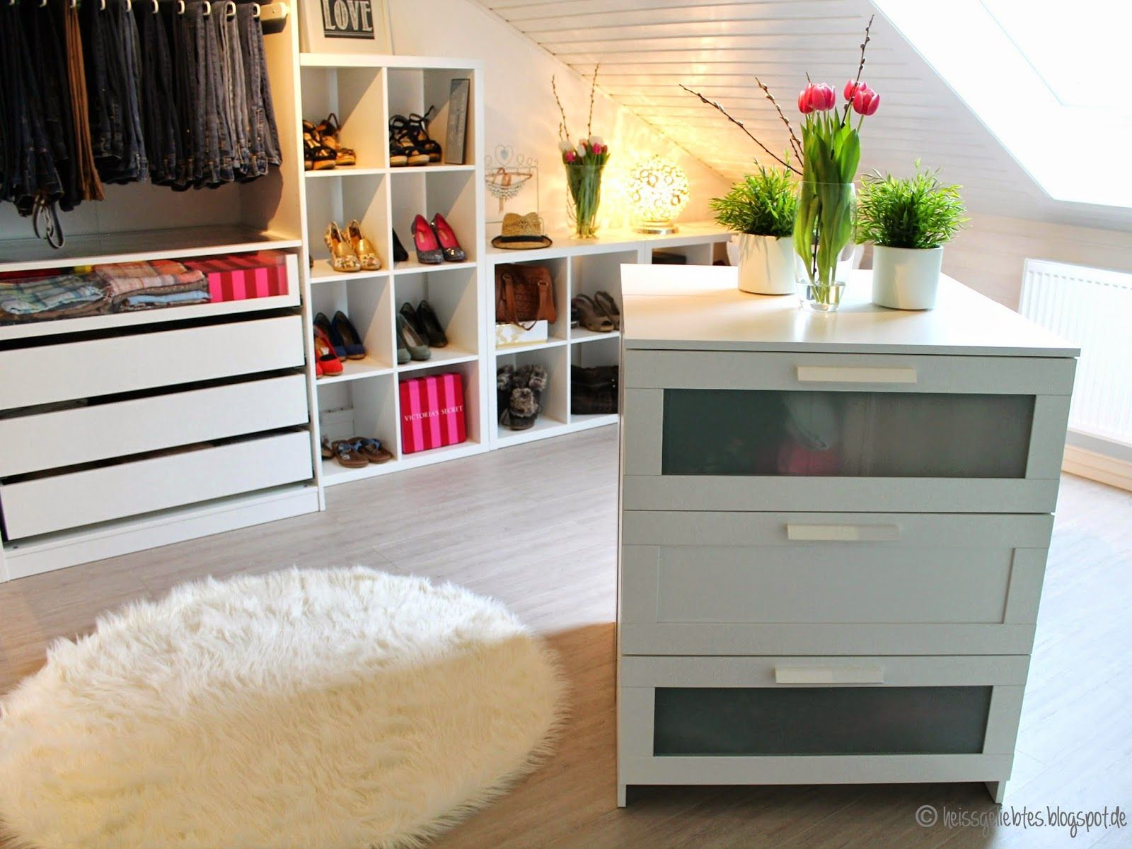 ein m dchentraum das ankleidezimmer walk in closet pax ikea komplement room living wohnen. Black Bedroom Furniture Sets. Home Design Ideas