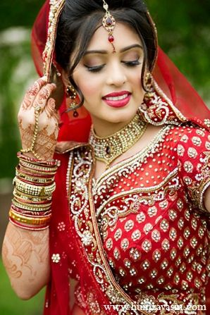 Indian Bride Wedding Outfit Red Lengha Makeup Hair Jewelry Fashion