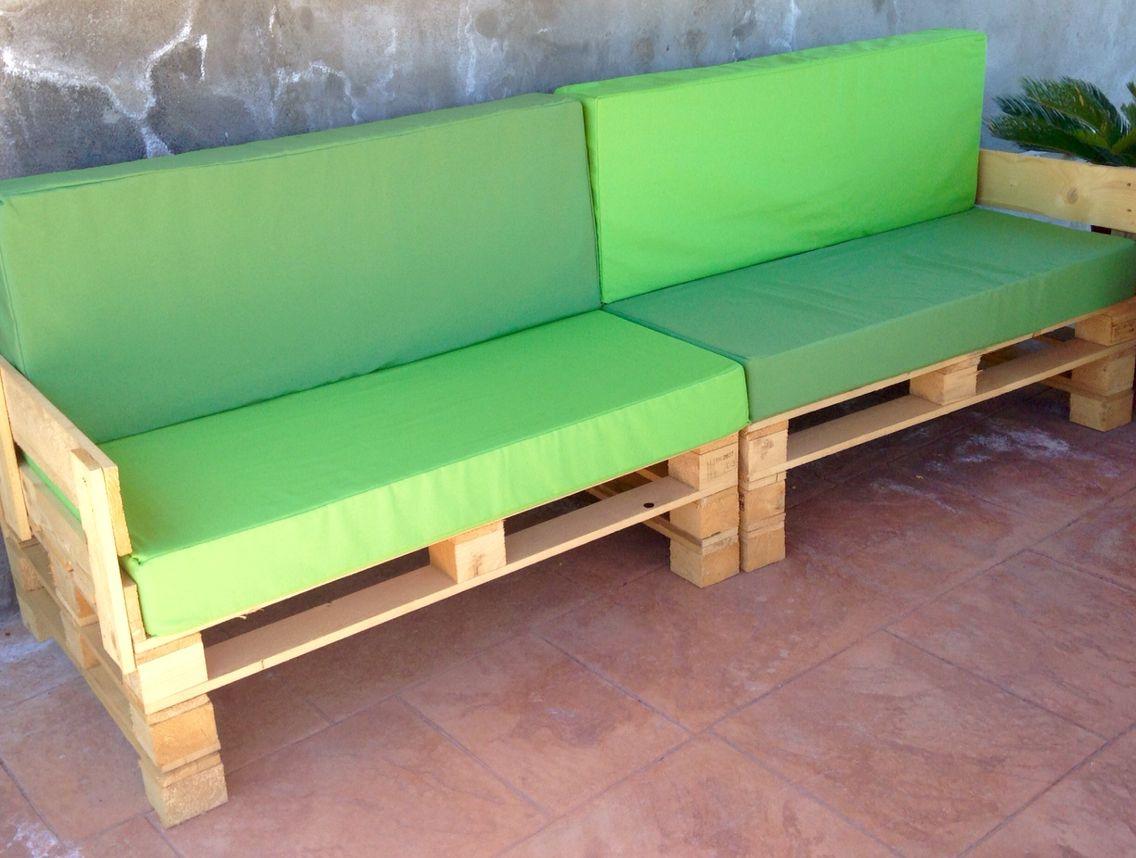 sofas de terraza hechos con palets colchonetas hechas a