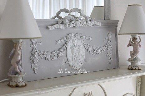 fronton en bois patin gris clair et blanc dcoration de charme ornement mdaillon anges guirlandes fleurs