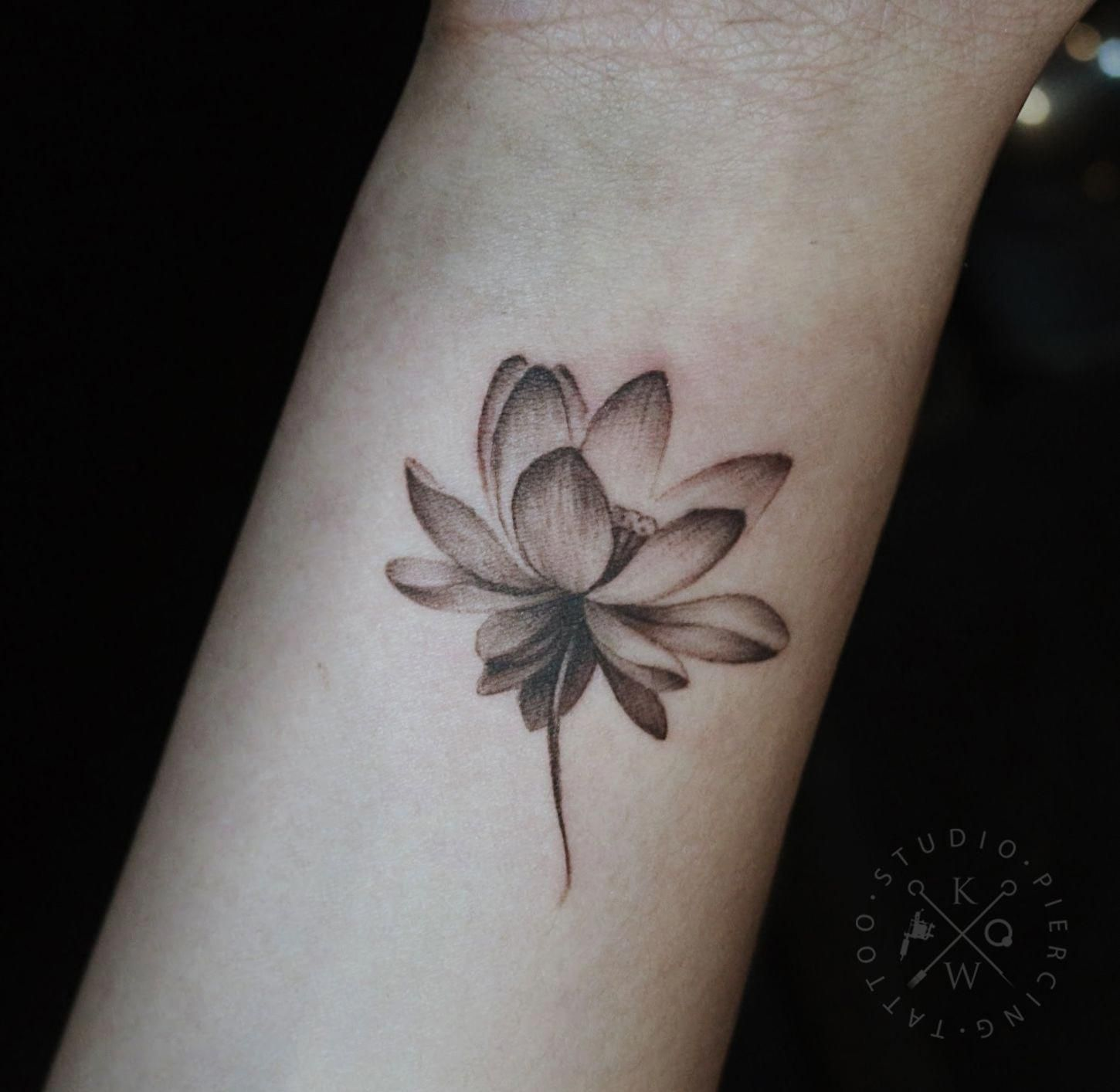 37 Beautiful Flower Design Wrist Tattoos – Wrist Designs