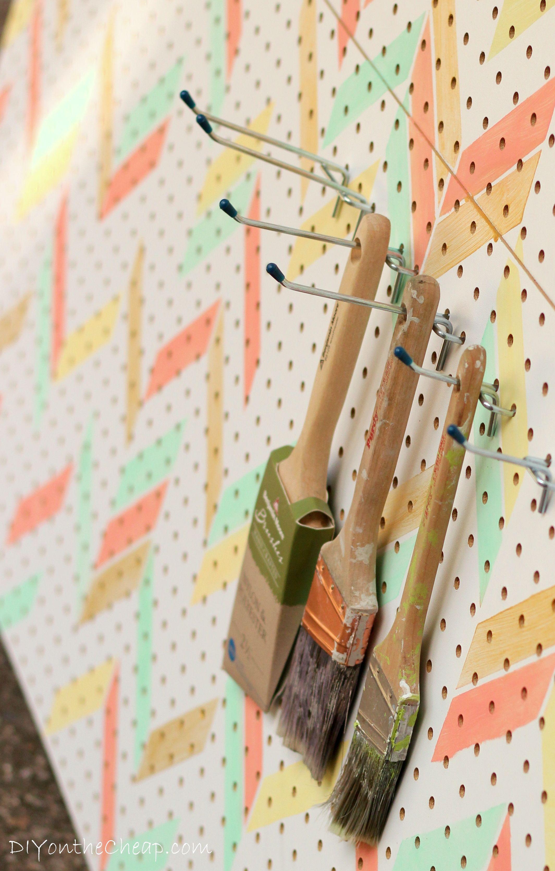 Herringbone Stenciled Pegboard | Bricolage, Bambú y Organizadores