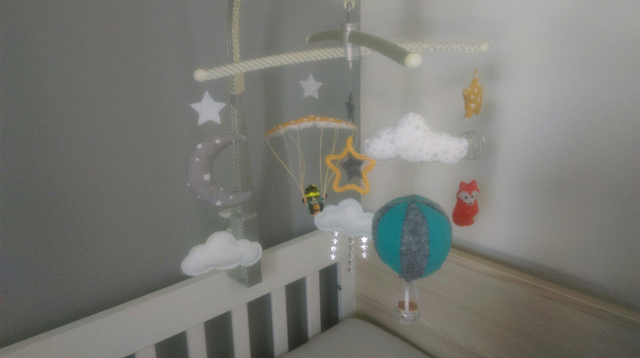 Mobile montgolfi¨re parapente nuages étoiles renard