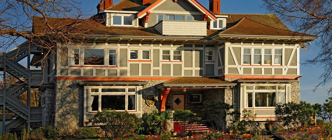 Dashwood Manor; Victoria BC Days hotel, Bed and