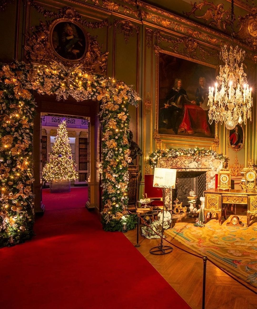 We Re Loving How Christmassy Blenheim Palace Is Looking In This Pic Did You Know That Blenhe Christmas Interiors Castle Christmas Blenheim Palace Christmas