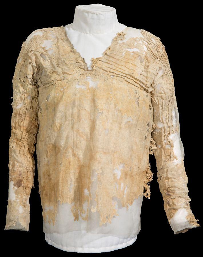 cloth radiocarbon dating