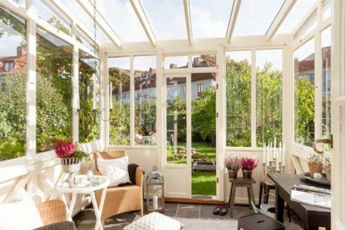 Veranda Holz vintage veranda aus glas holz weiß lackiert rattan sessel garten
