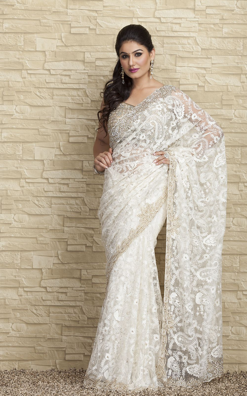 The Traditional Wear That Symbolizes True Indian Women Beauty The Beautiful White Saree To Dress At Party Or Outing With Family Saree Fashion Snapdeal