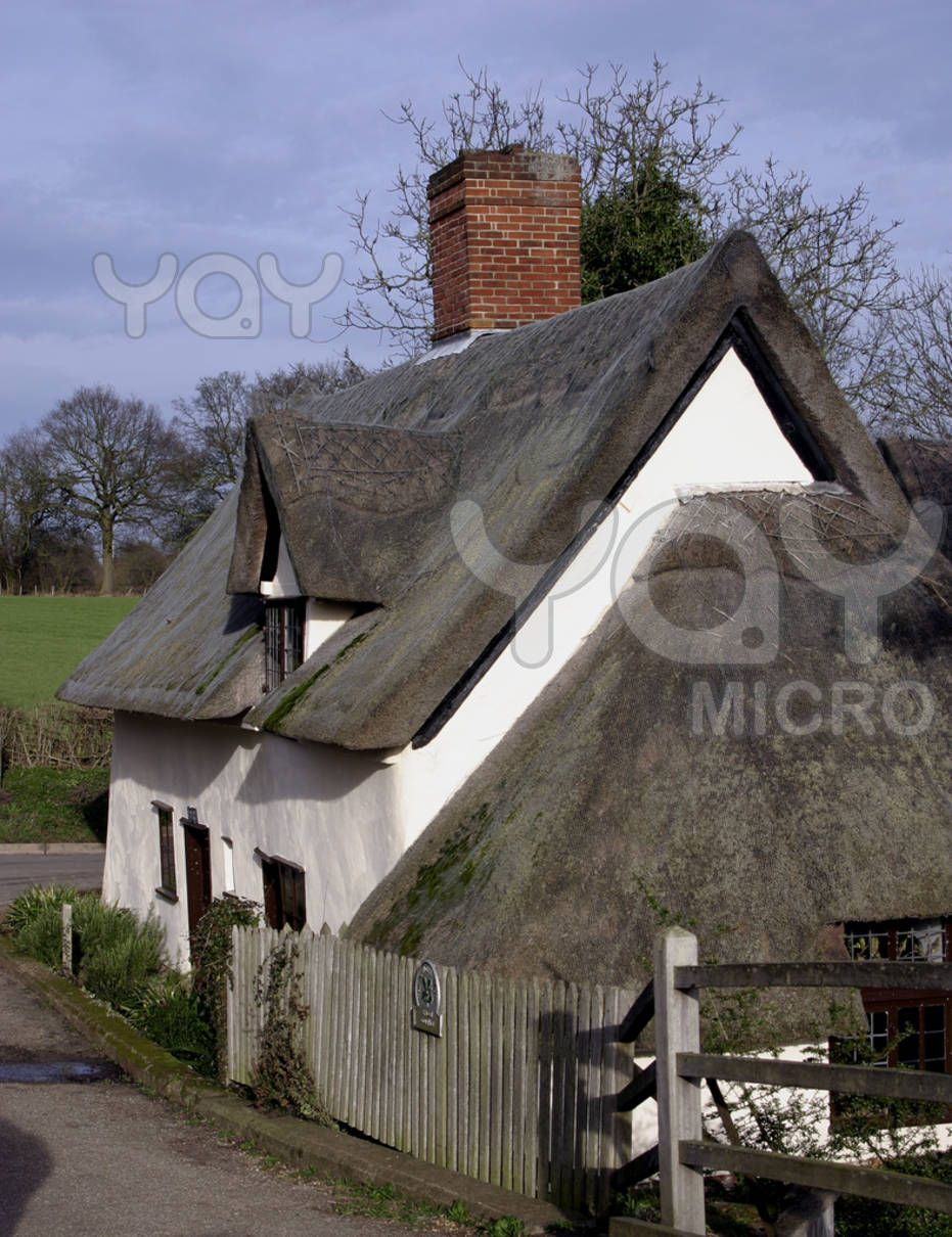 Bridge Cottage Is A 16th Century Thatched Cottage In Flatford East Bergholt Suffolk England It Has Be Thatched Cottage Country Cottage Architecture Details